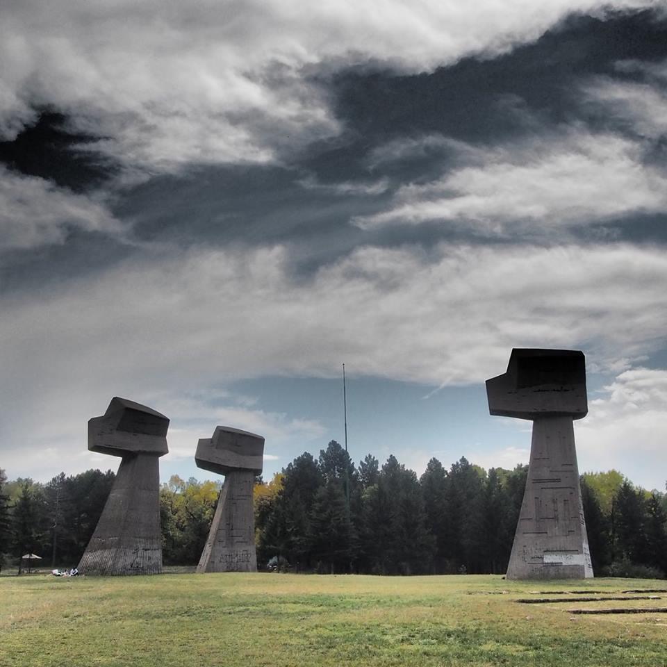nikola-cvetković-niš-foto-zgrada-crkva-detalj-zastave-krst-kuća-ćele-kula-modern-art